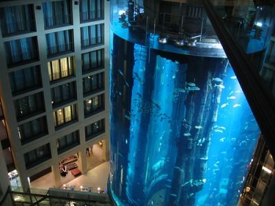 Интересные аквариумы со всего мира - aqua_dom_4.jpg